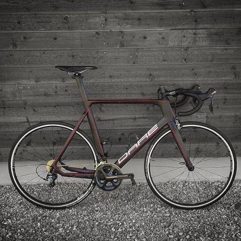 Dare Bikes Norge gir meg muligheten til å kjempe i feltet med topp utstyr, denne VSR aero sykkelen er mitt våpen på veien i år. Syklene vil bli solgt i Norge fra og med 2017, for men info sjekk ut: DareBikesNorge Facebook