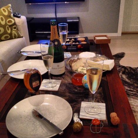 Ost og vin kveld med gode venner er en sikker vinner uansett:)