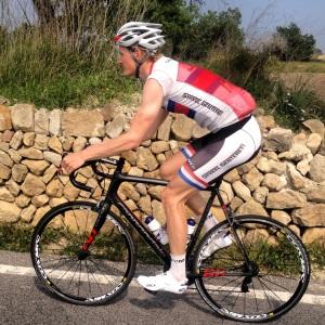 Jeg liker å se bra ut på sykkel men også naken, derfor velger jeg å ungå skillet så godt som mulig! Målet hellig gjør midlene (av og til)  Ps. Regel 7. Cycling shoes must contain at least 80% white!