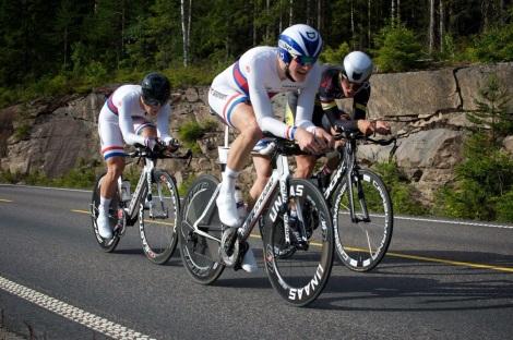 Her er et bilde fra lagtempo i fjor med skøyteløper Sverre Lunde Pedersen og Fixit.no proff Ole Andre Austevoll på laget. foto:alan@billyeald.com