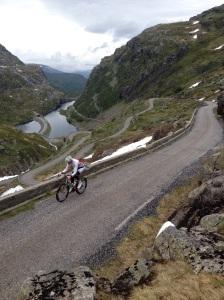Her et bilde av bakken opp fra Odda over til Røldal
