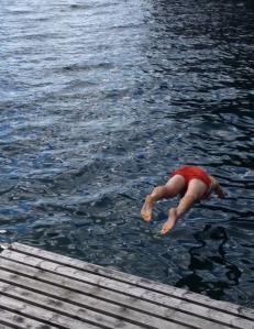 En liten tradisjon i Åkra var at vi badet i fjorden etter hver treningstur. Friskt og kaldt.