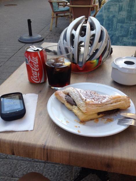 Ukens café ligger i Muro, en liten landsby ikke langt fra Alcudia. Den er liten og bortgjemt men er en av mine favoritter på øyen. Den heter Croissanteria. Jeg anbefaler kaken på bilde, den er så overfylt med Nutella at det tyter ut. Denne kaken og en Cola eller Kaffe får du for 3 euro:)