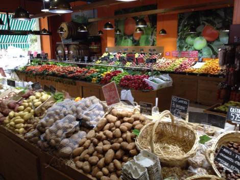 Så er man jo så heldig da, at man har dette markedet rett i nærheten. Her handler jeg inn alt jeg trenger av frukt og grønt. Rett og slett paradis