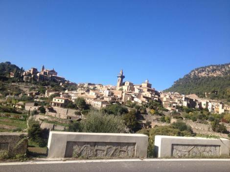 Valldemossa ligger idyllisk til i den Spanske fjellheimen.