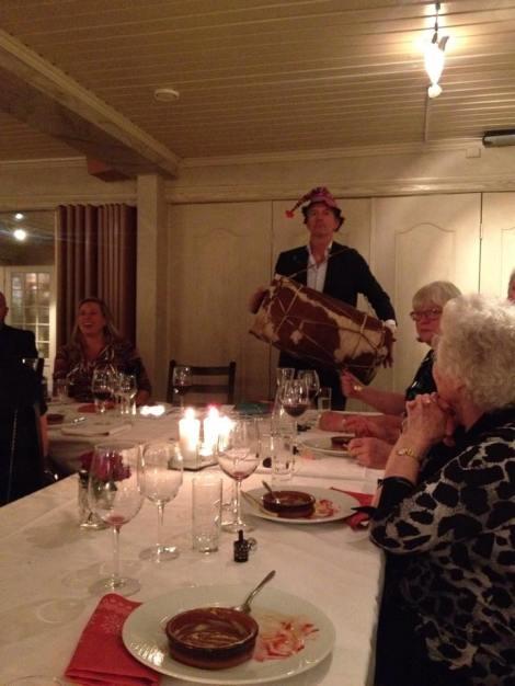 Det hele ble ledet an av en fantastisk humørspreder ved navn Helge, som for anledningen fikk mulighet til å vise frem alt av hatter.