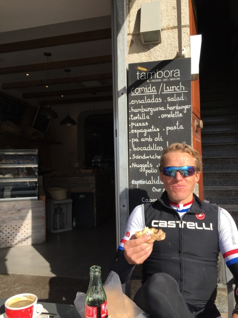 Onkel Kristian fant ukens Cafe, denne lille herligheten av en baker ligger helt ved sjøkanten i Port de Soller.