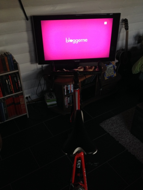 Mens jeg var hjemme i Norge holdt jeg treningen vedlike, gjerne godt motivert med Bloggerne på tv :)