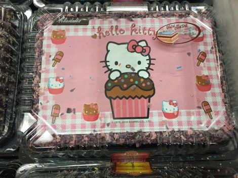 Dette er skikkelig kvalitets Hello Kitty sjokoladekake proppet med sukker og div E-stoffer..Kun det værste er godt nok.. #FettErFart