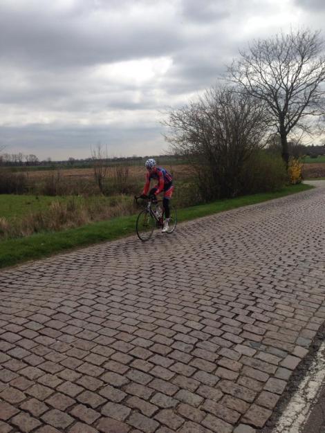 Fikk også smake på litt belgisk brostein i dag, men i morgen venter en 6 timers langtur med innlagte bakkedrag i kjente klassiker bakker fra Ronde van Vlaanderen