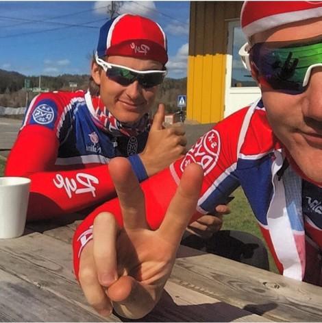 Etter en smertefull men morsom NC åpning i Skien i går slappet jeg og Adrian av med noen kopper kaffe på Sørkedalen landhandel i dag tidlig.