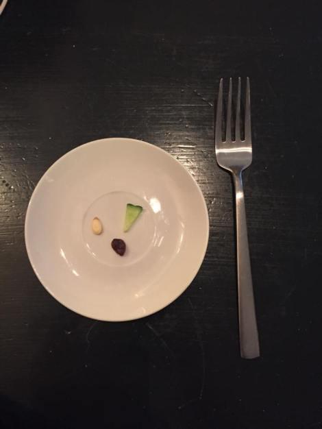 Selv om det ventet mye bakker i kommende ritt lar jeg ikke det gå utover kostholdet, i dag for eksempel, unnet jeg meg en 3 retters middag som du ser bilde av her :) Spares ikke på noe her i gården altså :)