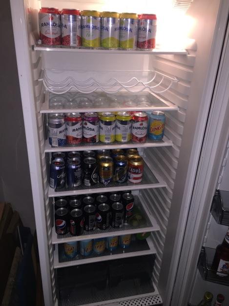 Dette var det som møtte meg og Simen når vi åpnet drikke-kjøleskapet hjemme...godt utvalg