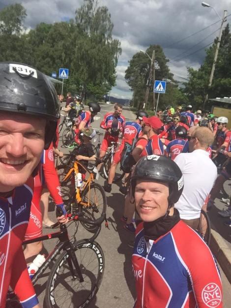 Avsluttet Lillehammer-Oslo med et bilde av gjengen i mål, her sammen med Erik som jeg også skal sykle lagtempo med under NM neste uke.