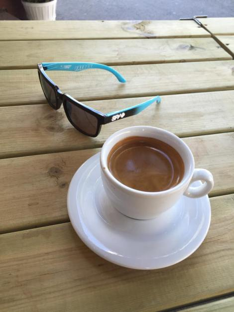 Siden jeg fortsatt sliter med sykdom trøster jeg med meg noen ekstra kopper kaffe, samtidig som jeg prøver å se kul ut med SPY+ billene mine.!