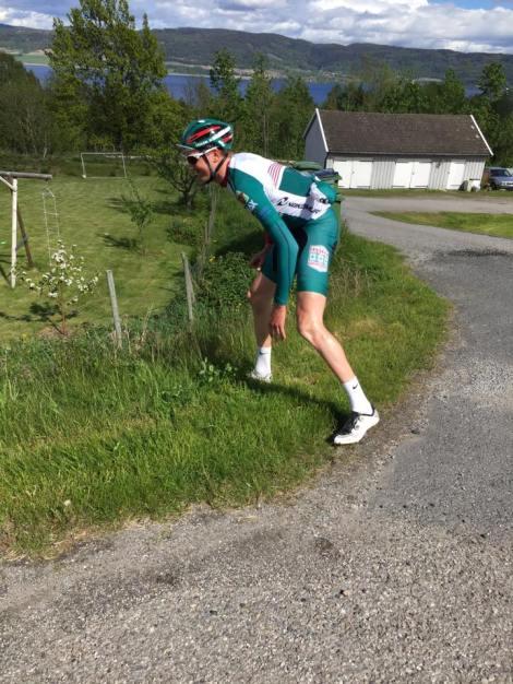 Ca 13 min bak meg i mål kom Stijn, han la seg litt ned i grøfen men kom seg raskt opp igjen når han hørte rykter om hamburger ved parkeringsplassen.