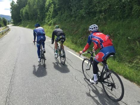 Sammen med super trener Lars Stensløkken guidet de meg og Simen på dagens trimtur, takk for hyggelig selskap!