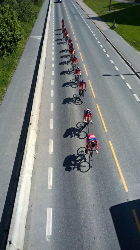 Med mellom 30-40km igjen til mål la jeg meg i front alene med resten av gruppen på hjul, der lå jeg til vi passerte målstreken.