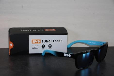 Disse freshe brillene designet av Fredrik Øksnevad, han kan tydeligvis mer enn å kjørte fort med bil og sladde :)