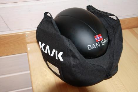Har også vært så heldig å fått utdelt en slik hjelm før dette mesterskapet, skal ikke stå på utstyrer. Herlig med litt personlige detaljer også...!!!