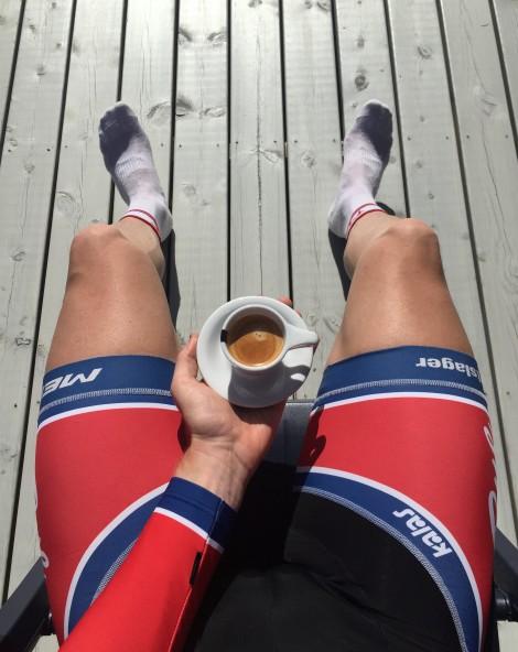 Nå som været er så fantastisk er i Norge kan man også nye en ekstra kaffekopp når man har kommer hjem fra trening.