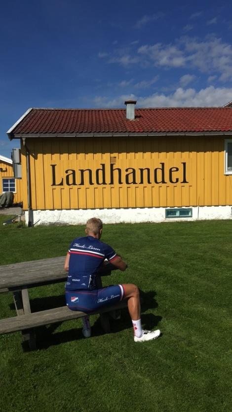 Stian har lært seg å spise vaffel i Sørkedalen i det siste! #ProTips