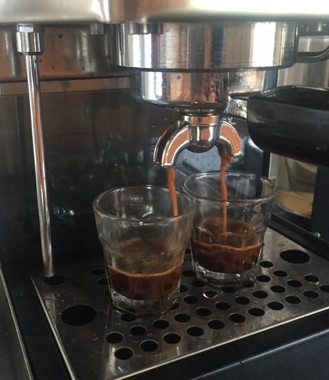 Ja også må vi ikke glemme kaffe da, antall kopper måles etter hvor dårlig/fint været er!