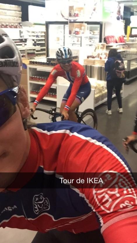 Odd Christian Eiking vil nok en gang i fremtiden få sin debut i en Grand Tour! Men Tour de IKEA vil han nok alltid huske som noe stort! Her gjennom en av de tøffe avdelingene før kaffestopp.