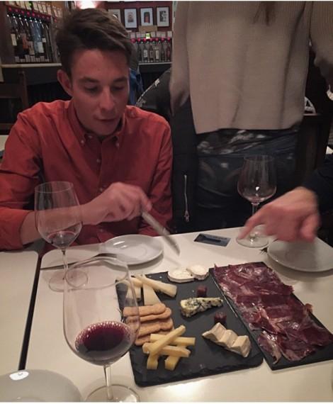 På kvelden hadde vi også sosiale aktiviteter, her er Stake sammen med meg, Vegard breen, Reidar Borgersen, Rune Lexberg og Konen på vinsmaking.