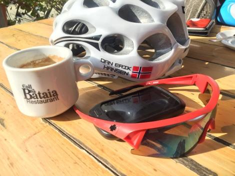 Vi har også vært oppe i fjellene hvor vi har forsøkt å sykle over gjennomsnittet fort med vekslende hell! Men kaffe, det er vi gode på :)