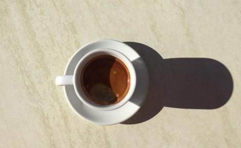 Kaffe er godt, det å sitte utenfor bakeren i Sineu med en kopp er ubeskrivelig godt.