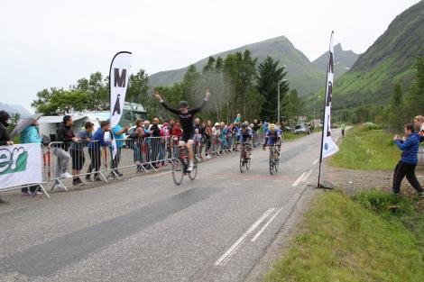 Bilde fra spurten under Tour de Senja. Foto: Trygve Grønning